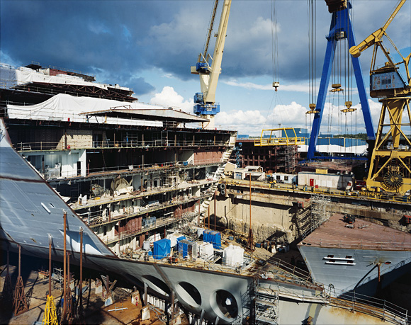 Building The Worlds Largest Cruise Ship FORTUNE - Cruise ship builders